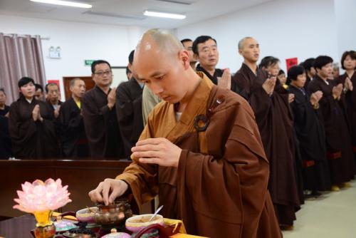如何供养佛法僧三宝?